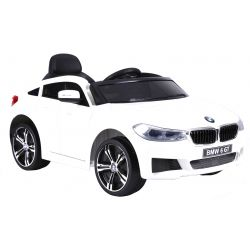 Mașină electrică BMW 6GT - alb, original, licențiat, uși care se deschid, 1 scaun, 2x motoare, baterie 2x 6V/4 Ah, telecomanda 2.4 Ghz, pornire ușoară